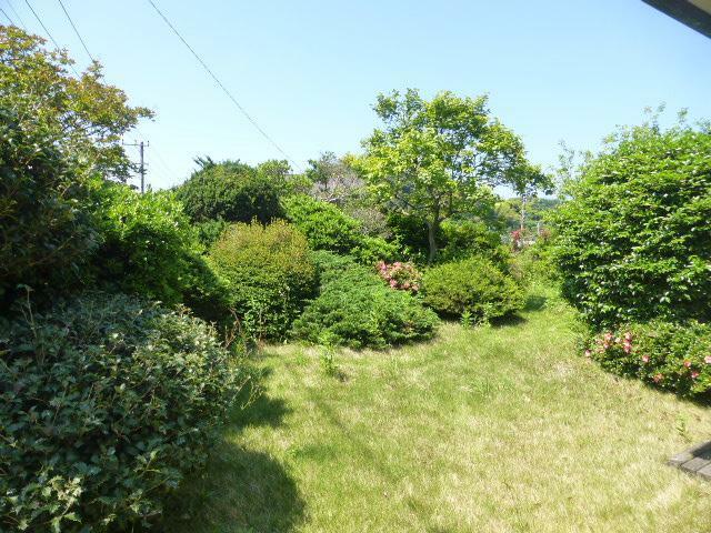 庭 庭は様々な草木の生い茂る、緑美しいプライベート空間