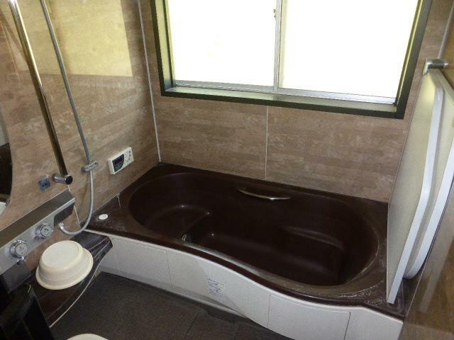浴室 浴室も足を伸ばせる快適なユニットバスにリフォーム済み