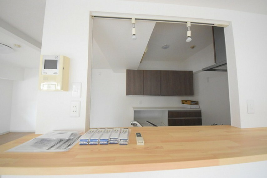 外観・現況 対面キッチンとカップボード