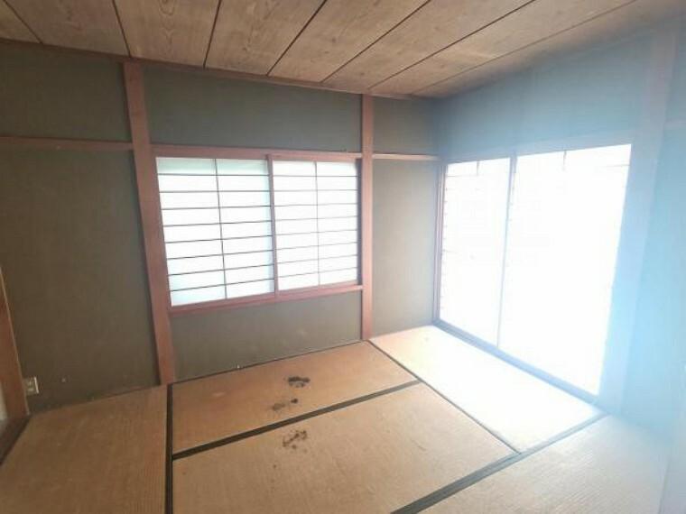 【リフォーム中】LDK横の和室です。ドアを外せばリビングの一部としても使える間取りで、小さなお子様がいらっしゃるご家庭にはピッタリです。