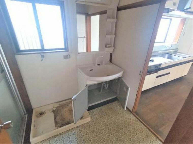 【リフォーム中】洗面所です。これから浴室を拡張し、位置を浴室と入れ替えて使いやすくする予定です。