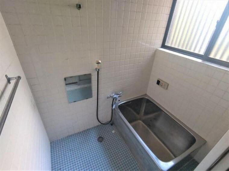 浴室 【リフォーム中】浴室写真です。これから一坪サイズに拡張し、新品のハウステック製ユニットバスに交換します。
