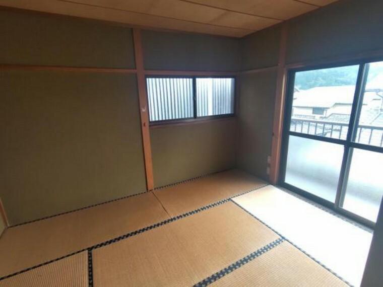 2階和室です。これから洋室に間取り変更し、使いやすくする予定です。