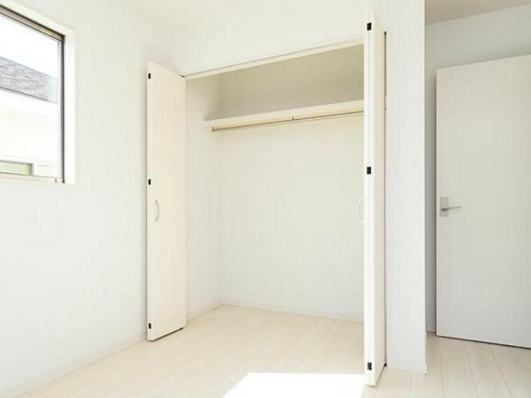 同仕様写真(内観) \同仕様写真/各室に収納スペ-スがありますのでお部屋スッキリ片付きますね