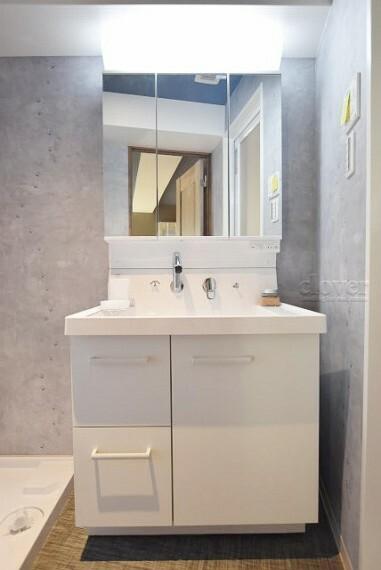 洗面化粧台 独立洗面台 三面鏡付き 収納充実