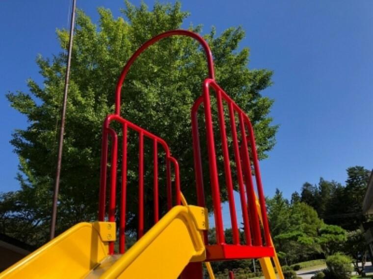 幼稚園・保育園 【幼稚園】認定こども園勝山愛和香里ヶ丘幼稚園まで433m