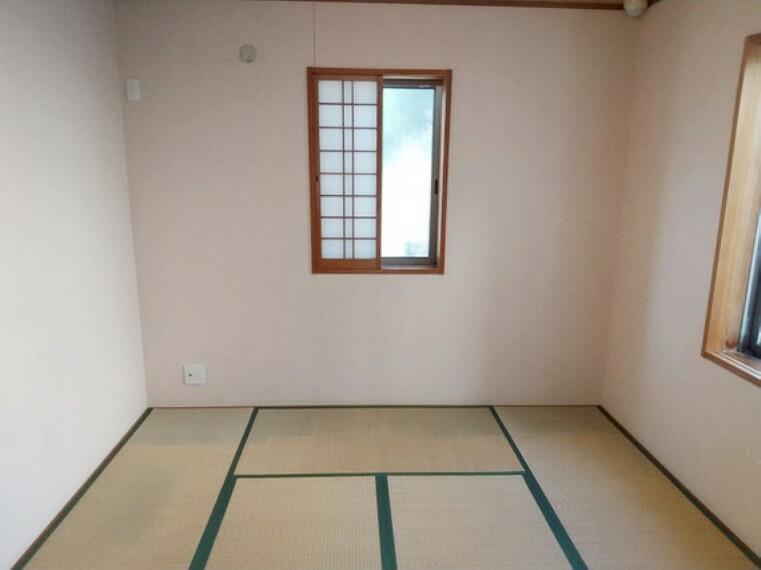 生活スペースから少し離れた場所の和室は客間としてもご利用できますね