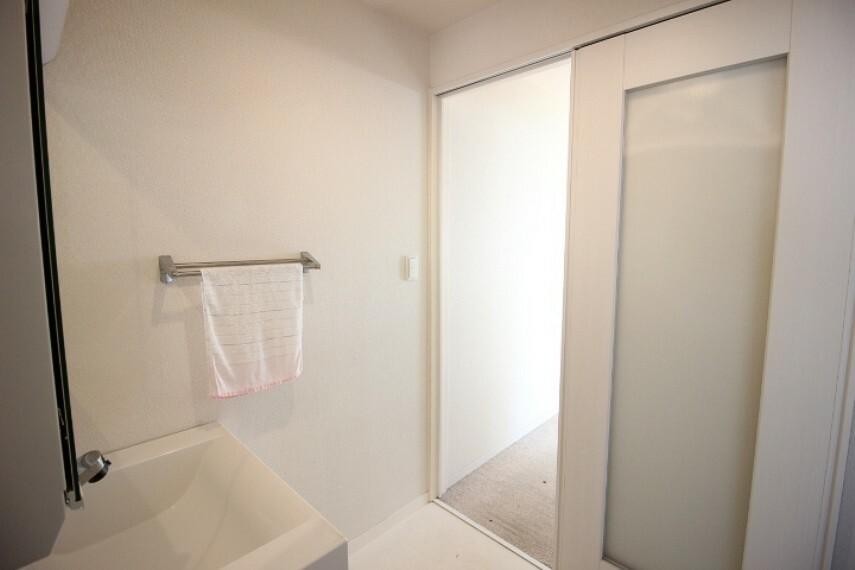洗面化粧台 2階に浴室・洗面室があるので2階にプライベート空間を設けることができます。