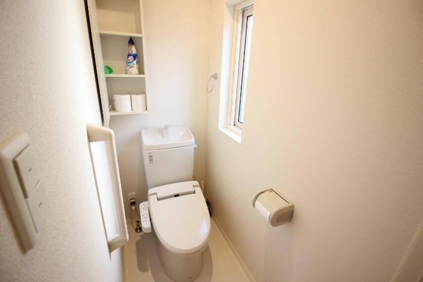 トイレ トイレは1階と2階にあります。