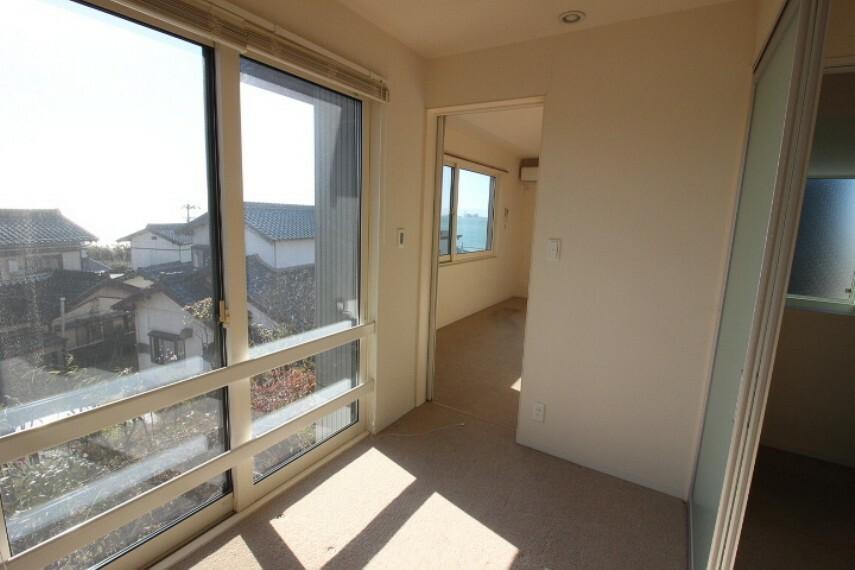 洋室 2階洋室は2部屋を一体化することができるので多目的に変更できます