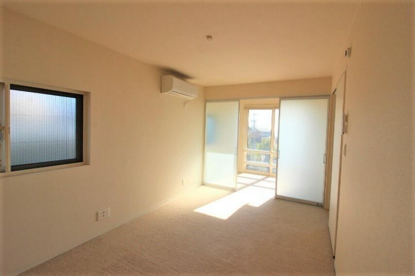 洋室 階段突き当たりの洋室です。主寝室として利用もできます。