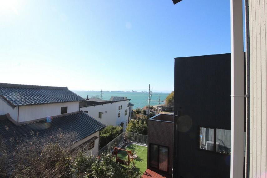 眺望 窓から海を見ることができます!