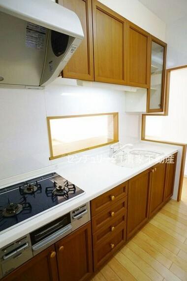 キッチン 収納スペース豊富なキッチン!(2021年09月撮影)