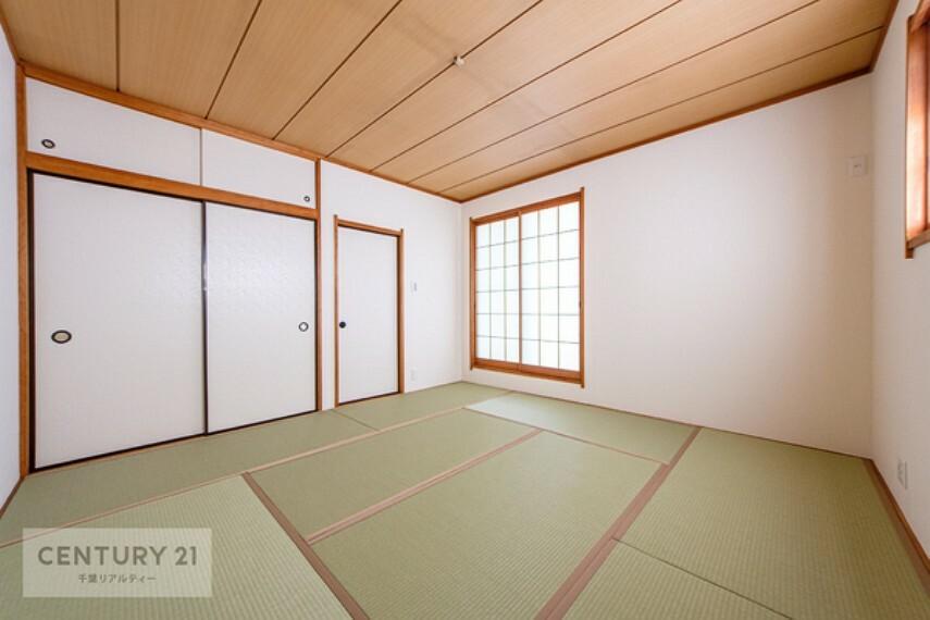 和室 2階の和室になります。 和室はほっと落ち着ける空間です。畳の香りにに癒されながら寝室としてもいいですね。