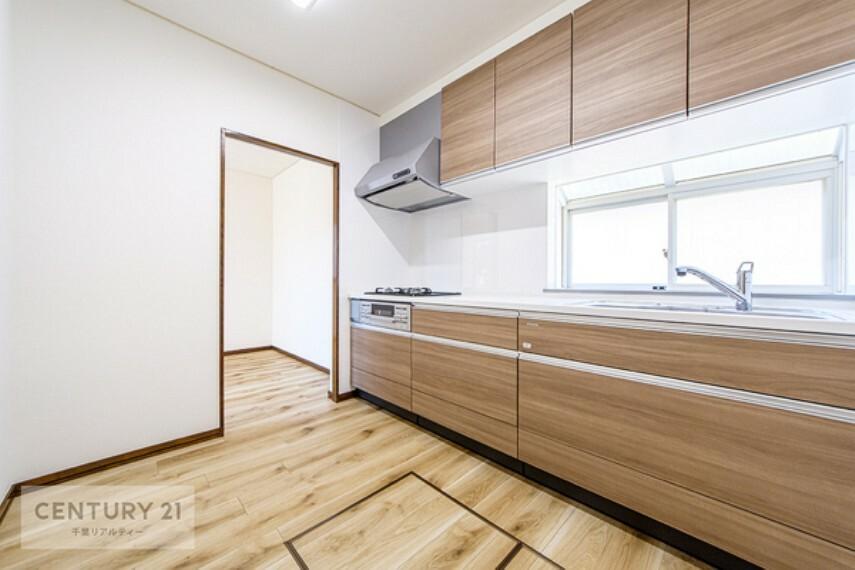 キッチン キッチンには窓があるので、換気もできて安心です。清潔感のある気持ちの良いキッチンは、お料理が楽しくなりますね。