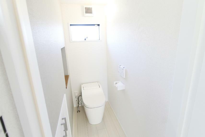トイレ トイレは自動洗浄付きのアラウーノ○有機ガラス系素材で汚れに強く洗剤を入れることで更に洗浄力アップ○