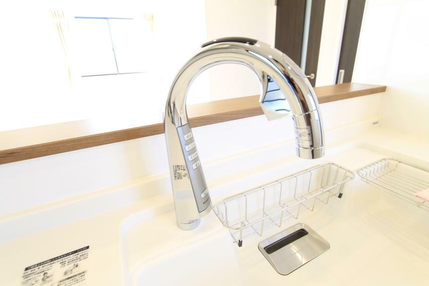 シンクの水栓はタッチレス○触れずにお水が出るので清潔で便利です!