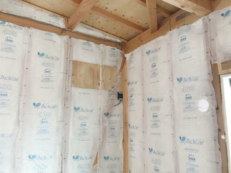 構造・工法・仕様 健康に配慮したグラスウール断熱材を使う事で住宅の断熱性能を高めています!