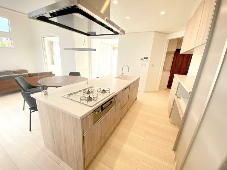キッチン 家事を助ける食洗機付きで、家事担当の方の負担を軽減してくれます。
