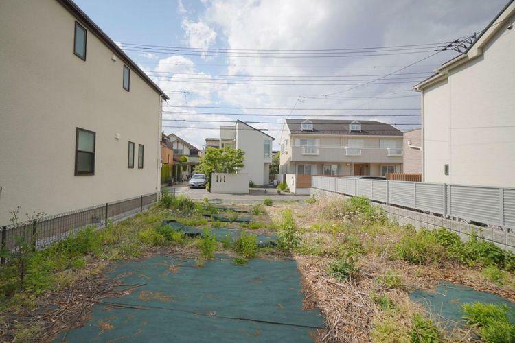 現況写真 現地は建蔽率40%・容積率80%の低層住居エリア。建物の間隔にゆとりがあり、開放感のある住環境です。