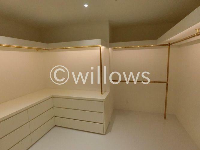 収納 まるでお部屋のような広さ、広々としたWICです。