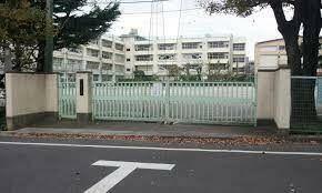 中学校 世田谷区立梅丘中学校 徒歩6分。