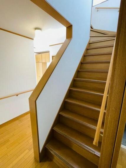 階段や廊下には手すりがあって安心!