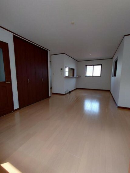 居間・リビング リビング:ゆったりとくつろげる憩いの空間