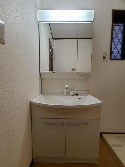洗面化粧台 洗面台:一日の始まりと終わりを心地よく演出してくれる場所です!
