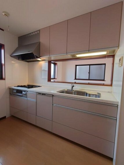 キッチン 食洗機付きのうれしいシステムキッチンですよ!