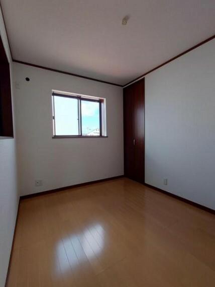 子供部屋 洋室4.7帖:お子様の部屋にもちょうど良い広さのお部屋です