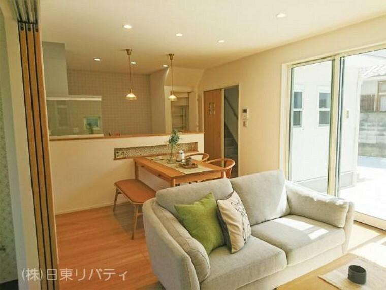 居間・リビング LDKは隣の和室とつなげると更なる大空間です!!
