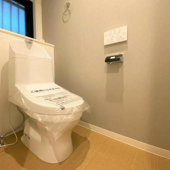 トイレ 清潔感のあるトイレでございます!嬉しいウォシュレット付き//
