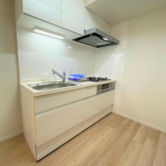 ダイニングキッチン システムキッチンのお写真です!3口ガスコンロ(グリル付き)