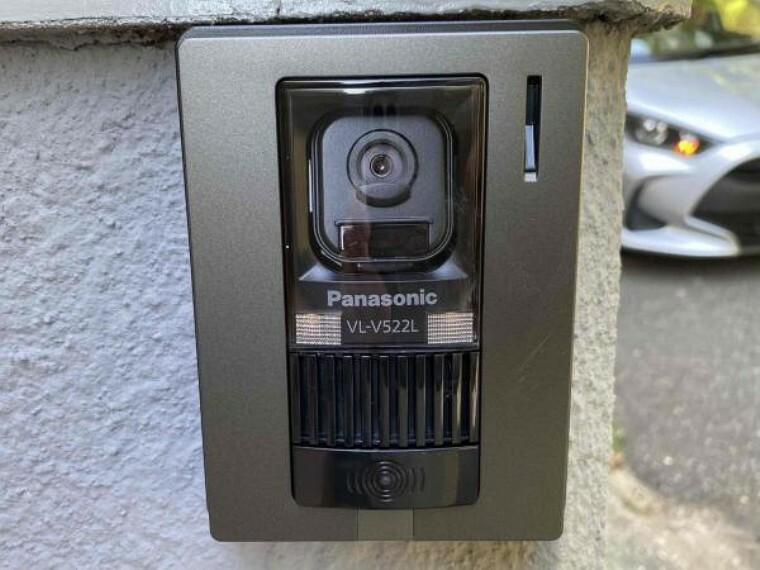 TVモニター付きインターフォン 来客時に相手方のお顔が見えるモニター付きは安心ですよね!録画機能もついているので不在時に来客があった際も安心です