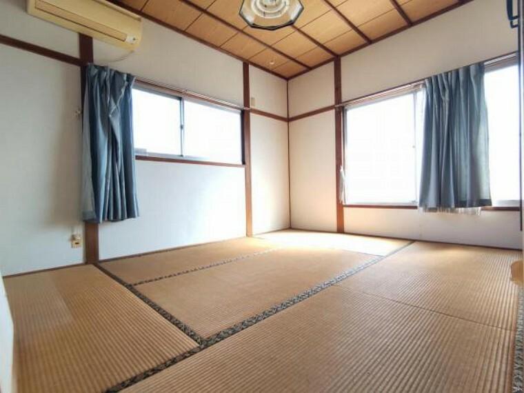 【リフォーム中】2階東側洋室です。壁、天井クロスを交換し床を張り替えます。2階の個室として使える部屋が増えるのはうれしいですね。