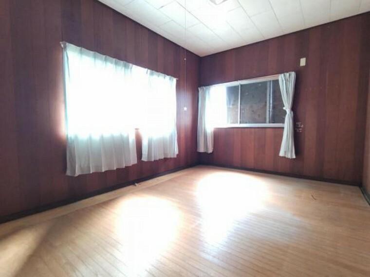 【リフォーム中】2階西側洋室です。壁、天井クロスを交換し床を上張りします。子供部屋として使えるお部屋です。