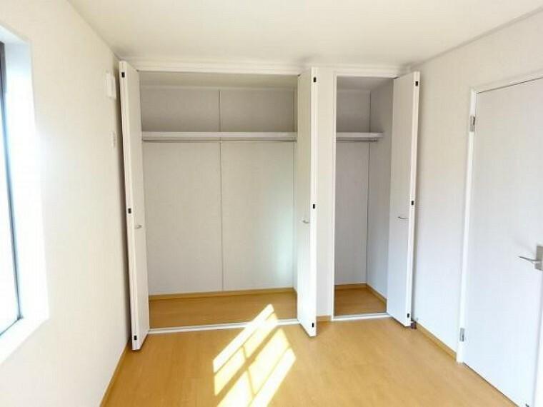 同仕様写真(内観) \同仕様写真/各居室収納付きなので、お部屋を広くお使いいただけます