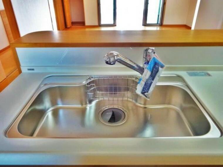 \同仕様写真/大きめのお鍋や食器もすっぽりと入るワイドシンク