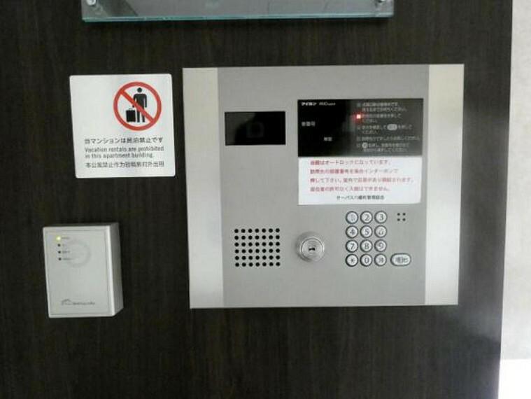 エントランスホール オートロック付きで防犯管理体制も整っています。
