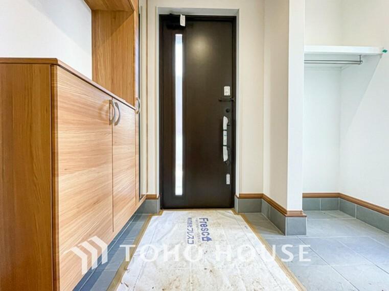 玄関 毎日みんなを見送り、そして迎え入れる場所だから。帰りたくなる家をテーマに設計した、自慢の玄関です。