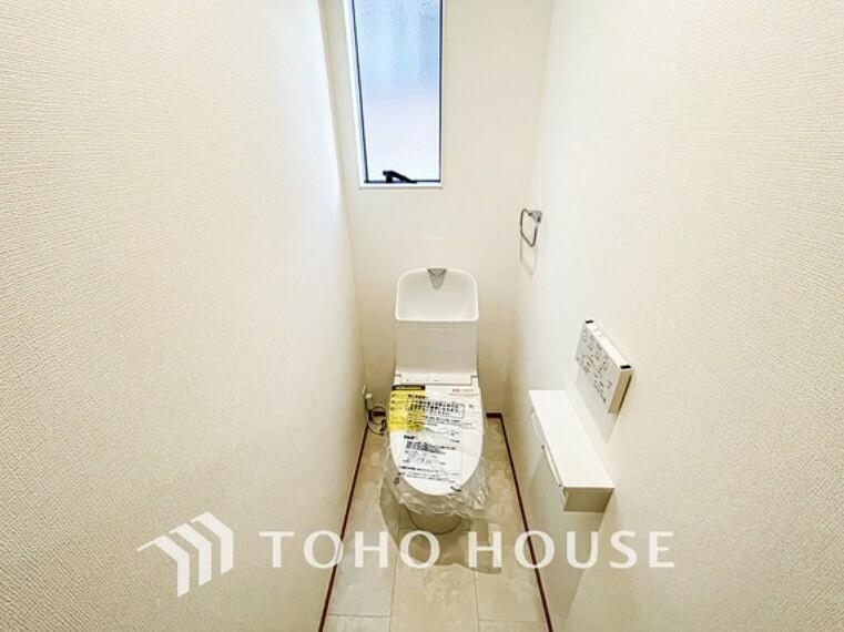 トイレ 換気出来るよう、窓も完備。いつも清潔な空間であって頂けるよう配慮しました。