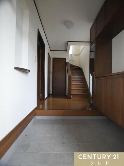 玄関 たっぷり収納できるシューズボックスで玄関まわりをスッキリと整理することが出来ます! 是非、皆様の「こんな家に住みたい!」をお聞かせ下さい! お問い合わせはセンチュリー21クレド川越店まで。