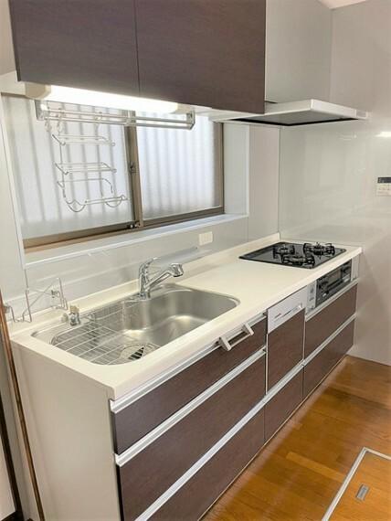 キッチン 多機能キッチン/南窓につき明るいキッチンでお料理