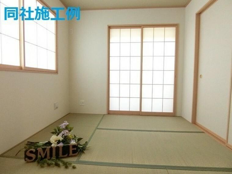 和室 5帖和室 リビングに隣接した和室は小さなお子様の遊び場や洗濯物を畳んだりとミセスコーナー使える便利な空間