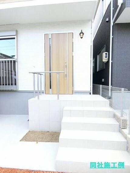 玄関 玄関ドアは優れた断熱性能で防犯性の高いディンプルキータイプの玄関です