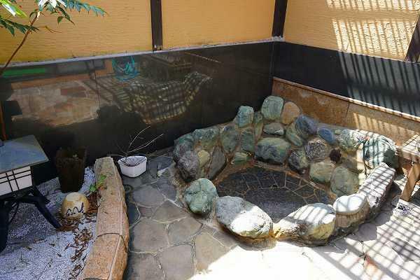 浴室 露天岩風呂も温泉引込済み