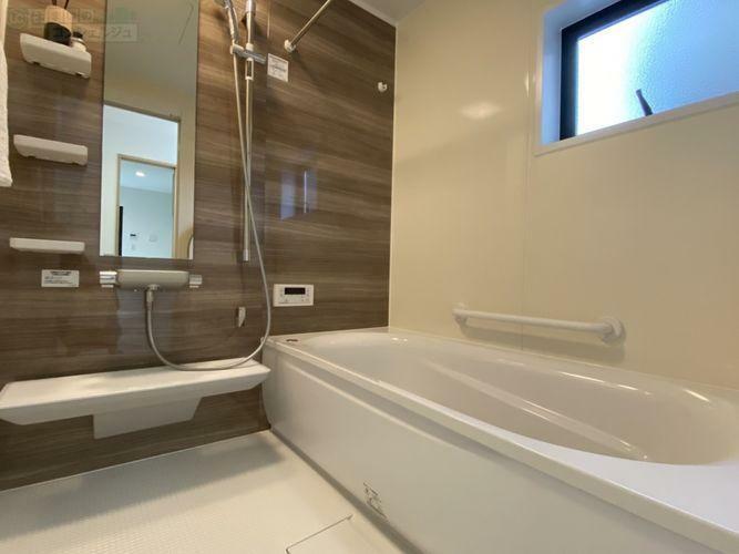 浴室 《バスルーム》浴室換気乾燥機付きで、雨の日や花粉の季節のお洗濯も安心ですね