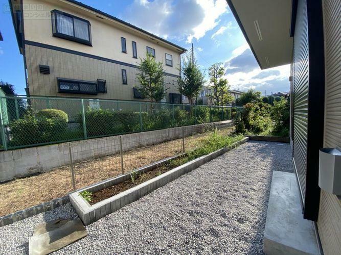 庭 《庭》南側の広々としたお庭は砂利が敷いてあるので雑草が生えにくく、お手入れが簡単です