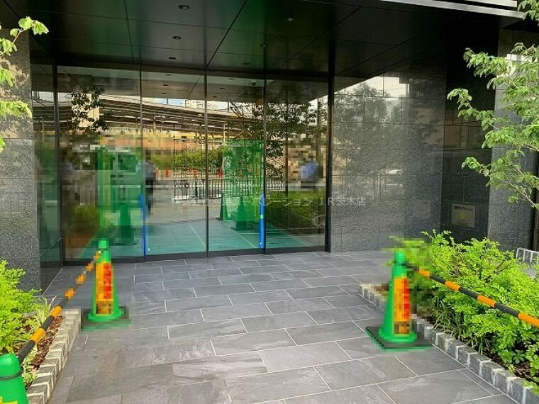 エントランスホール エントランス 目の前すぐJR茨木駅